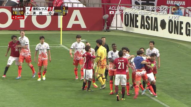 韓国人選手「エルボーは争いを止めようとしただけ。槙野が全面的に悪い、レッズも認め謝罪した」のサムネイル画像