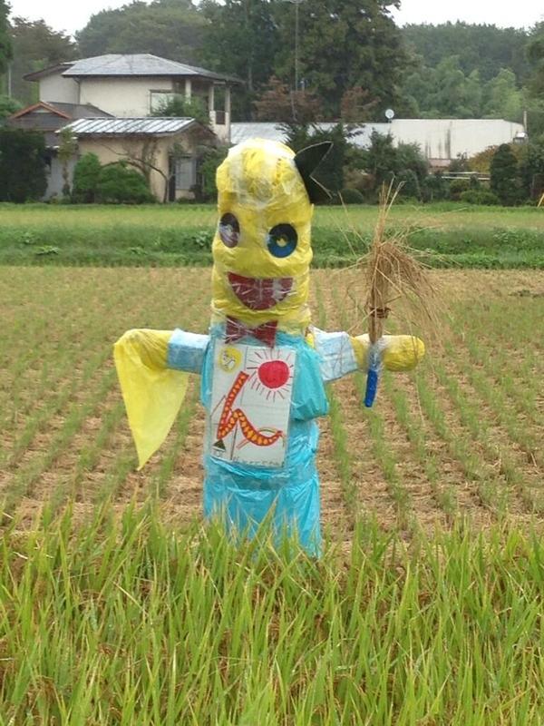 【閲覧注意】小学生が作った「ふなっしー」のカカシが怖すぎる((((;゚Д゚))))のサムネイル画像