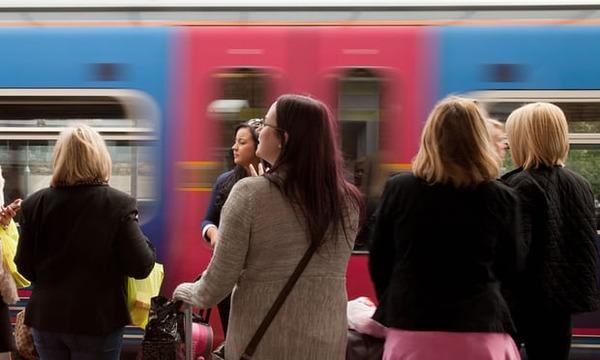 イギリス「女性専用車両はひどいアイデア」 フェミニスト団体も反対wwwwwwwのサムネイル画像