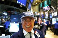 米当局「さっきの株取引ぜんぶ無効な」まさかの禁じ手発動で資本主義崩壊wのサムネイル画像