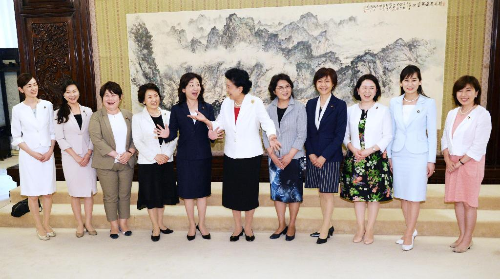 日中関係発展へ努力を 自民・野田聖子氏、北京で中国副首相と会談のサムネイル画像