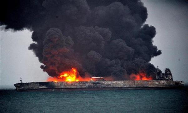 【海上事故】上海沖で炎上のタンカー、中国当局が消火作業するも鎮火せず → 日本EEZ内にのサムネイル画像