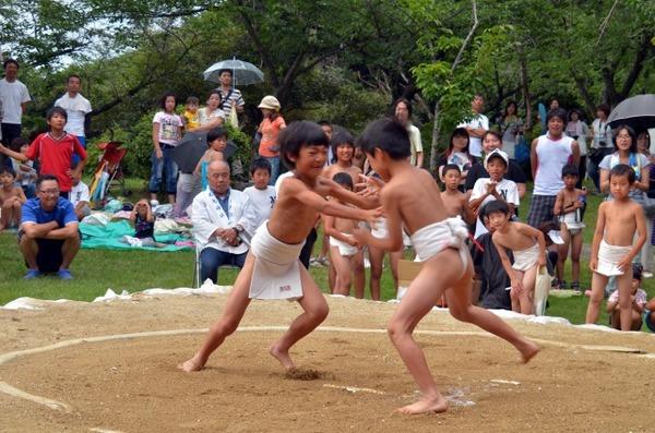 【衝撃】「ちびっこ相撲」女児を土俵に上げず → その結果・・・のサムネイル画像