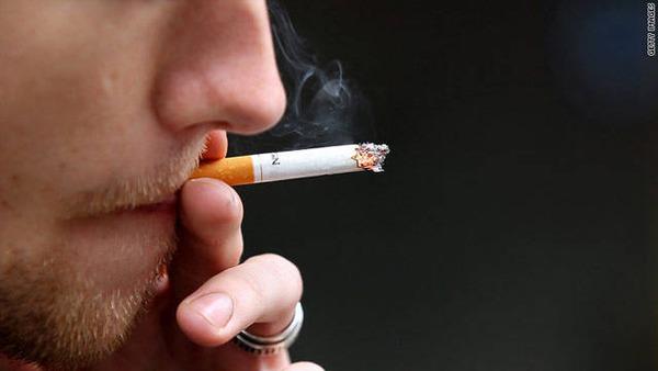 【たばこ】飲食店内は原則禁煙、違反すれば過料30万円以下 → 受動喫煙の防止対策、健康増進法改正案の原案を厚労省が公表のサムネイル画像