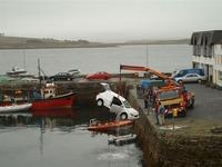 車で海に飛び込み、自殺しようとした男性を救助したとして感謝状を贈呈のサムネイル画像