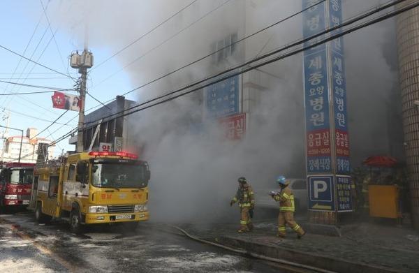 【速報】韓国の最先端病院で火災、300人以上が避難へのサムネイル画像