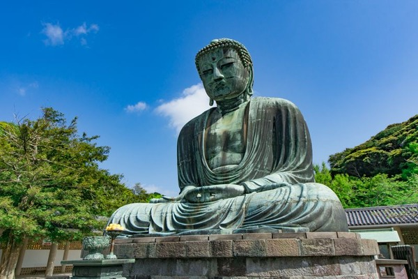 【悲報】鎌倉市、観光客が多すぎて道路も江ノ電も大混雑、楽しむどころじゃねえwwwwwwwwwwwwのサムネイル画像