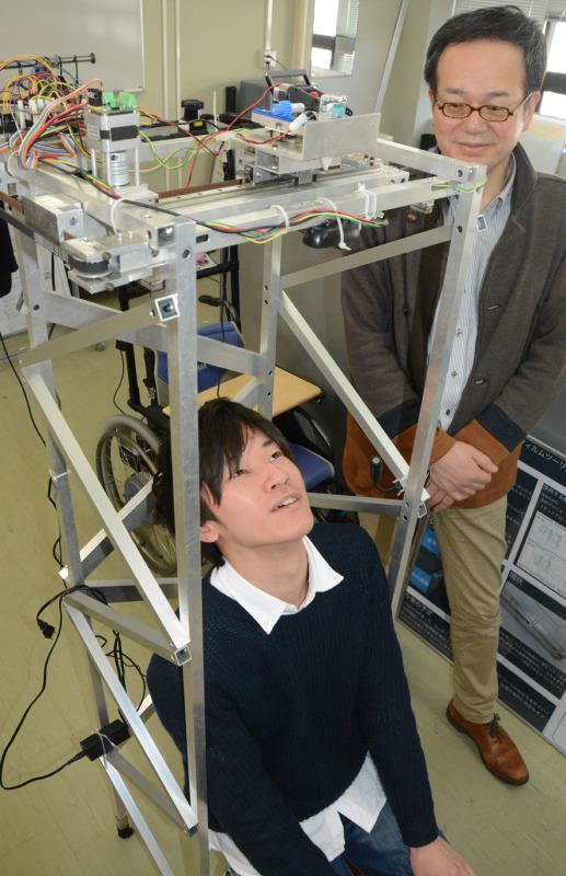 【画像】大学生が作った自動目薬ロボットwwwwwwwwwwのサムネイル画像