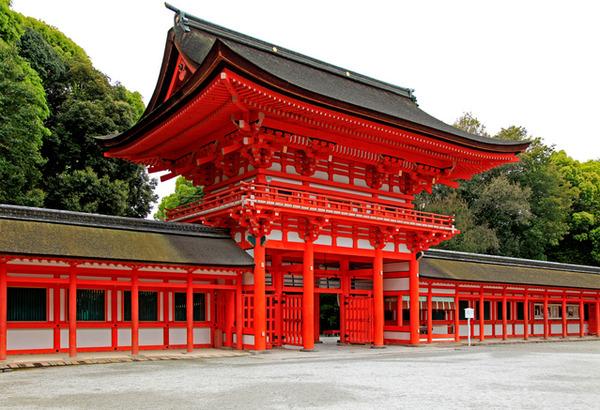 京都市、下鴨神社で液体がかけられる事件が相次ぐ 重要文化財を含む14棟のサムネイル画像
