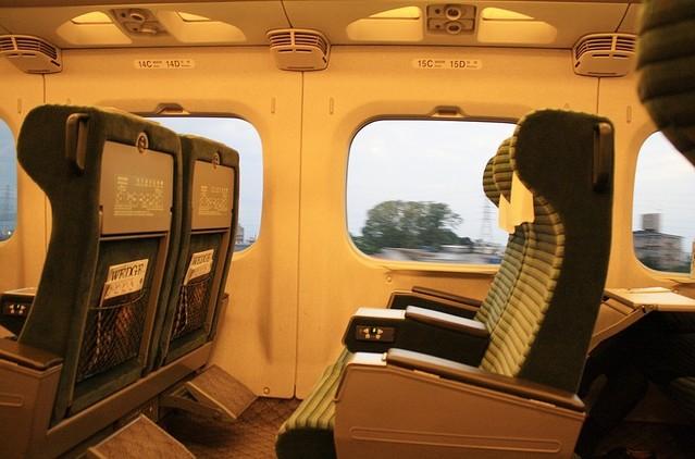 【話題】グリーン車窓側の客「通路側の席に人が座ってきた。私は虚をつかれた思いがした」のサムネイル画像