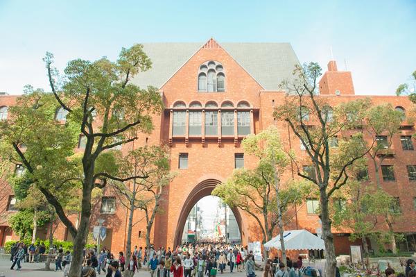【悲報】近畿大学で「反安倍」入試問題か → 首相や政権の方針が批判的に登場wwwwwwwwwwwwwwwのサムネイル画像