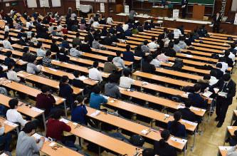 【悲報】センター試験中に日本酒2本飲んで酔っ払い、大声をあげて騒ぎ出したアル中教諭wwwwwwwwwwwwwのサムネイル画像