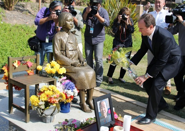 【悲報】米国で慰安婦追悼祭 「慰安婦精神」を称えるwwwwwwwwwwwwwのサムネイル画像
