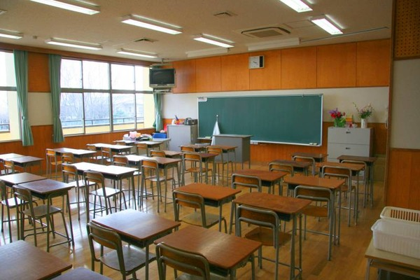 【20代教師vs中2男子】横須賀の中学教諭「デブ」と生徒に連呼し、拳で顔殴る → 教諭は「正当防衛」と釈明wwwwwwwwwwwwwwwwwのサムネイル画像