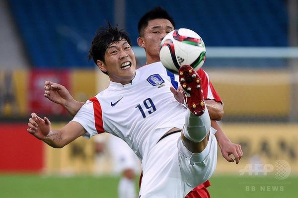 【衝撃】サッカー韓国代表主将、「サポーターがうるさい」と苦情wwwwwwwwwwwのサムネイル画像