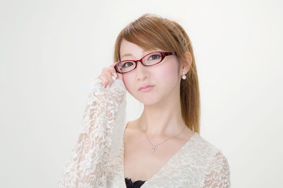 女性教師「結婚をしたが、旧姓を名乗りたい。」→ 東京地裁が訴えを棄却 → 非難が集中のサムネイル画像