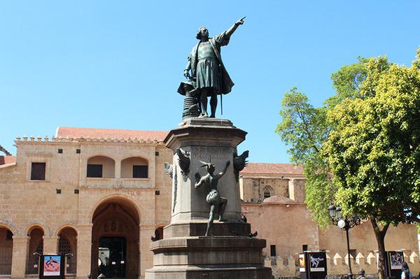 先住民の土地を略奪し虐殺したコロンブスの像も撤去の動きが広がるのサムネイル画像