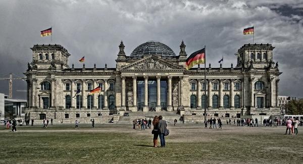 【衝撃】ドイツでナチス式敬礼をした中国人の末路wwwwwwwwwwwwwwwwwwのサムネイル画像