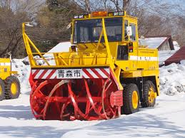 【5時間待ったわ】鳥取大雪で車数百台立ち往生!除雪車でなく人力で除雪する市職員にドライバー激怒へのサムネイル画像