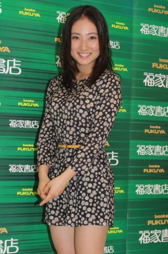 【画像あり】グラビアアイドル紗綾(19)の顔デカ化が止まらない件wwwwwwwwwのサムネイル画像