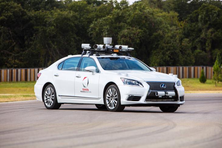 【悲報】Uber死亡事故をうけ、トヨタが自動運転車の公道テストを休止へ・・・