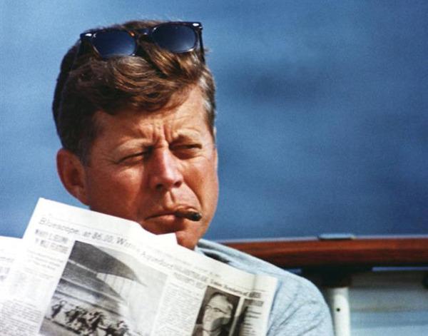 トランプ「存命中の人物の住所氏名を除き、ケネディ暗殺の機密文書の残りも公開するわ」 のサムネイル画像