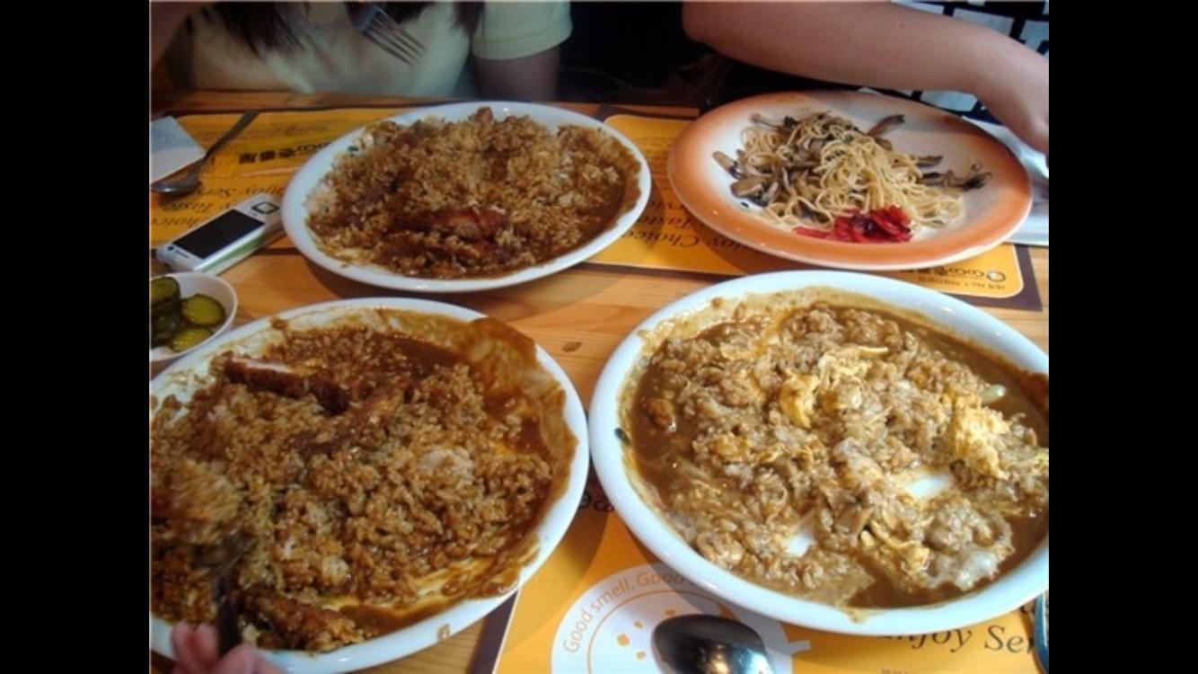 韓国人が日本人のカレーの食べ方に衝撃「なんで混ぜ混ぜして食べないの?混ぜて食べた方が絶対旨いぞ」のサムネイル画像