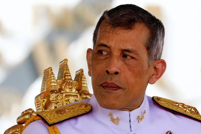 【悲報】タイ国王、ドイツ滞在中に少年からBB弾で撃たれるwwwwwwwwwwwwwwwのサムネイル画像