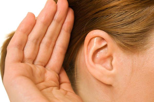 【衝撃】日本人 →「耳を澄ませて声を聴く」欧米人 →「相手の口を注視する」のサムネイル画像