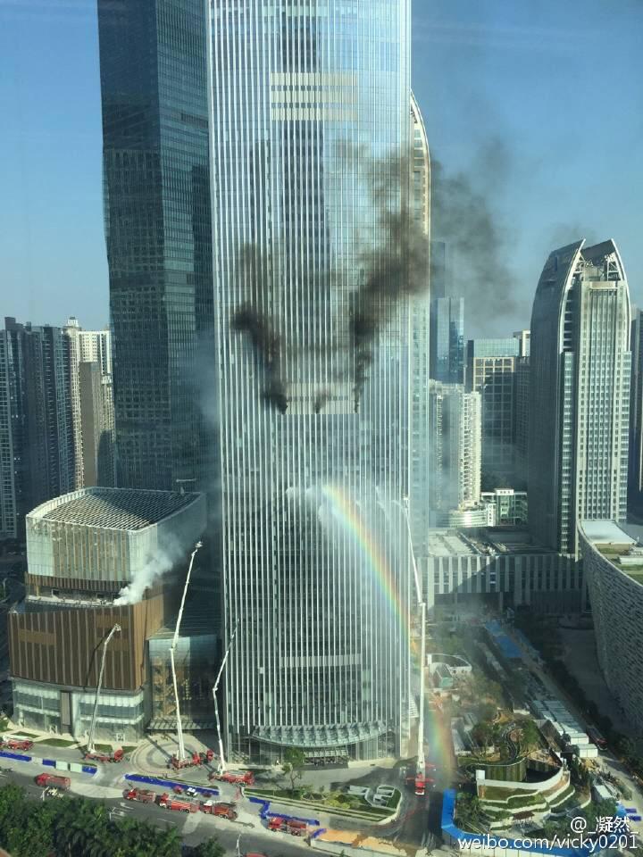 【速報】中国の超高層ビルで火災 → 奇跡のショットが撮れるwwwwwwwwwのサムネイル画像