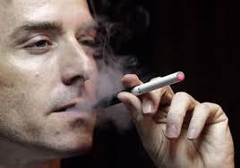 【話題】今の若者には理解できない「ひと昔前」のタバコ事情 「職員室が煙でモウモウ」「親のタバコ買いに行くのは子どもの仕事」のサムネイル画像