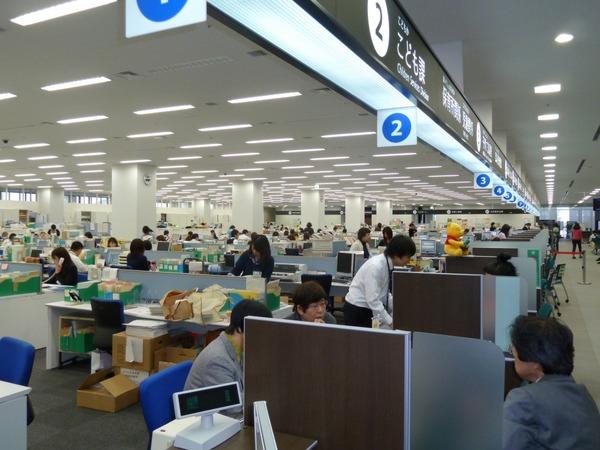 【悲報】安倍晋三、公務員の生涯賃金4000万円アップ!財源は消費税だと1~2%分wwwwwwwww のサムネイル画像