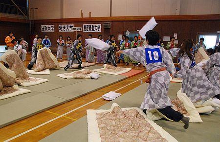 【画像あり】「全日本まくら投げ大会」とかいう、すごく楽しそうな大会が開催されたらしいのサムネイル画像