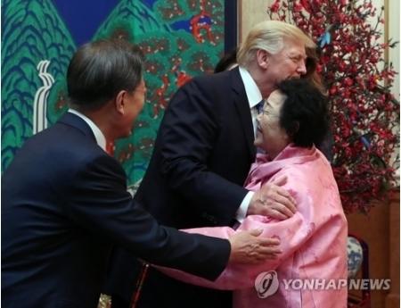 トランプ「まもってやれなくて、ごめんな」米大統領、元慰安婦を抱擁し涙を流すwwwww のサムネイル画像