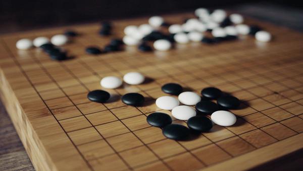 【悲報】なぜ囲碁人気は、将棋に比べ「イマイチ」なのかwwwwwwwwwwwwwwwwのサムネイル画像
