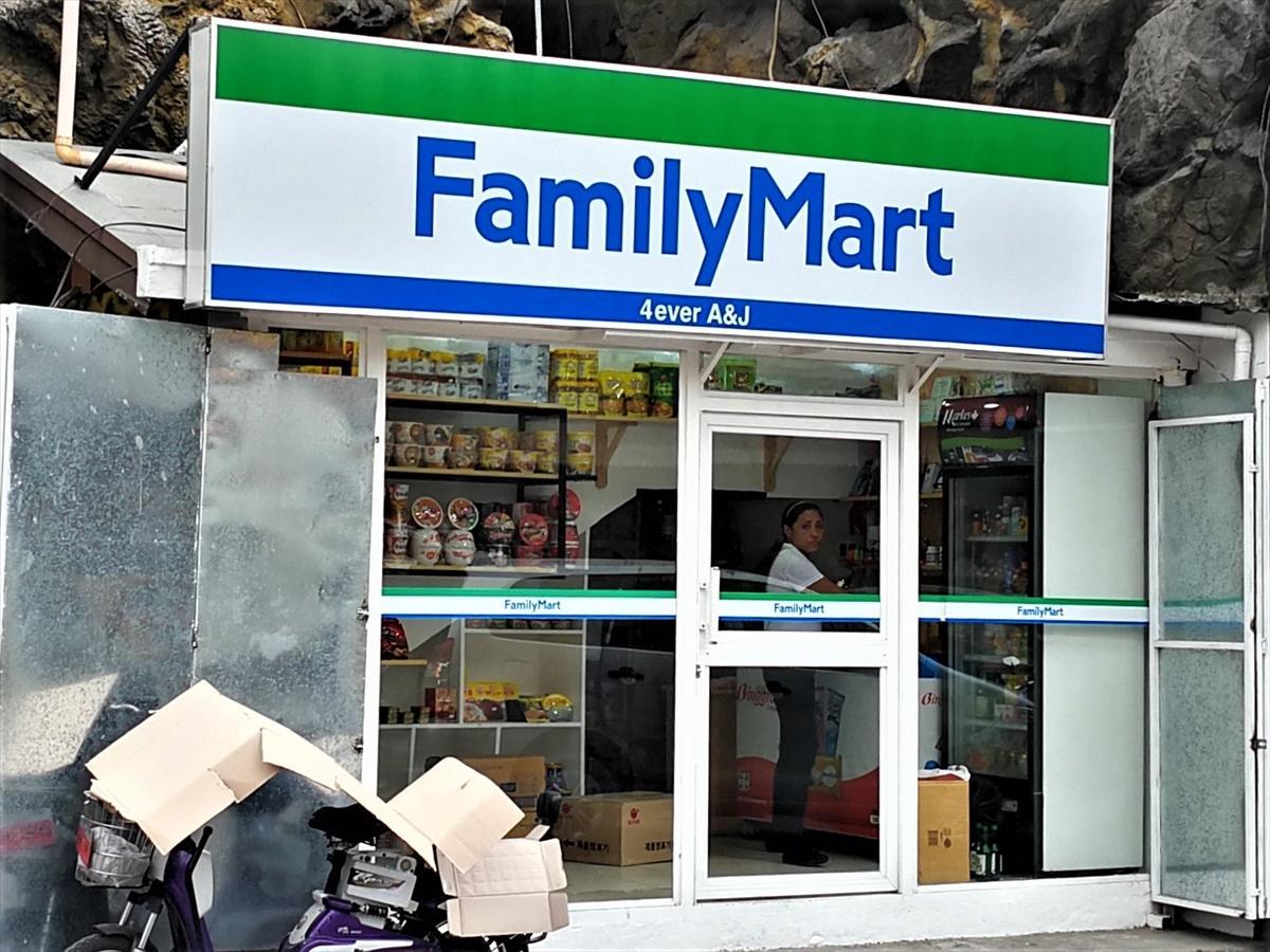【衝撃】フィリピンに韓国人経営の「偽ファミリーマート」wwwwwwwwのサムネイル画像