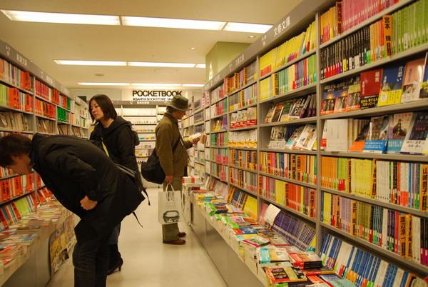 ネット書店のせいで本屋が4割も減っている模様wwwwwwwwwwwwwwのサムネイル画像