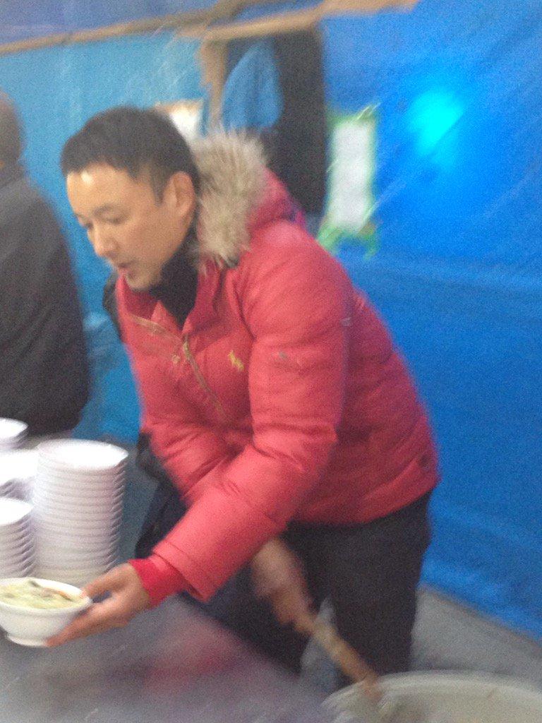 【大晦日】自由党代表・山本太郎 → 炊き出し 自民党総裁・安倍晋三 → 東京のホテルで豪華会食wwwwwwwwwwwwwwwのサムネイル画像