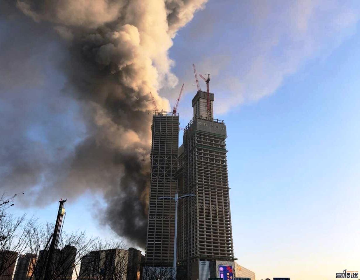 【速報】中国の超高層ビルで火災。爆発か?のサムネイル画像