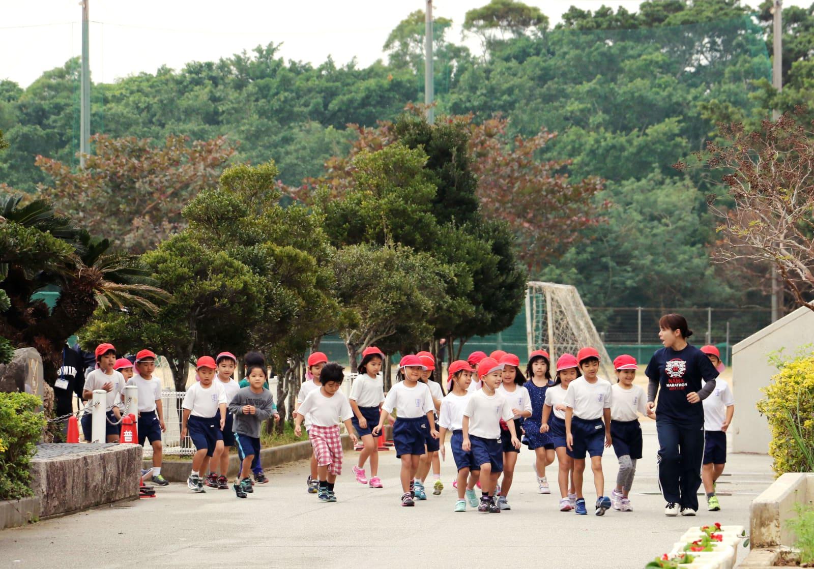 【沖縄】ヘリ窓落下の小学校、米軍ヘリの接近を想定で避難訓練へwwwwwwwwのサムネイル画像