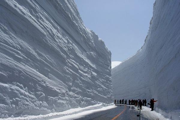 【悲報】日本海側、北陸を中心にさらなる降雪。大雪に最大限の警戒へ・・・ のサムネイル画像