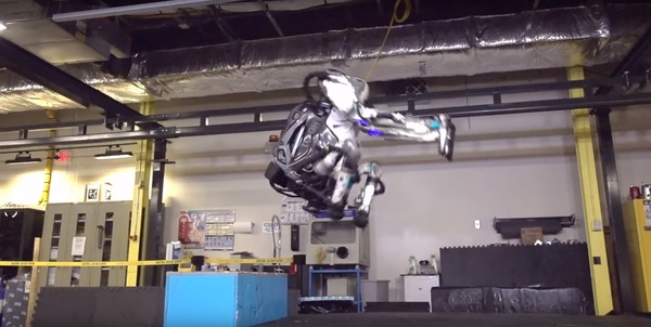 【衝撃動画】あの米国製人型ロボット、とんでもないレベルに進化してたwwwwwwwwwww のサムネイル画像
