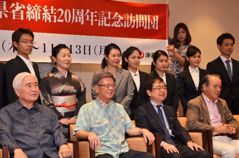 沖縄の翁長知事、中国へ旅立つwwwwwwwwwwwwww のサムネイル画像