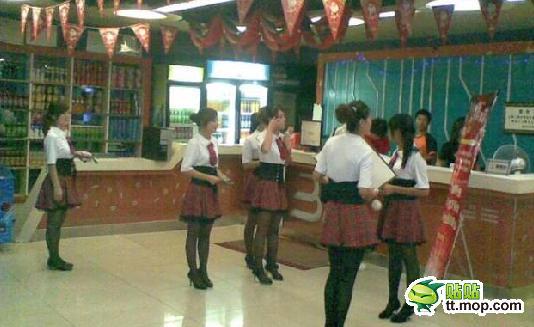 女の子が付き添ってくれるネットカフェ誕生キタ━━━(゚∀゚)━━━!!!!のサムネイル画像