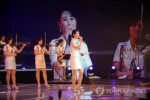 北朝鮮初のガールズグループ9人が火炎放射で公開処刑されてしまうのサムネイル画像