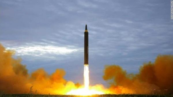【ミサイル】 トランプ大統領 「私の核ボタンの方が強力だ」 のサムネイル画像