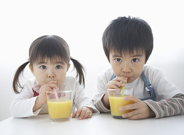 日本「子供が泣き出したら耳栓された」 → 一方イギリスでは・・・ のサムネイル画像