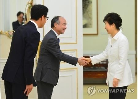 【速報】ソフトバンクの孫正義が韓国の大統領パク・クネと会談 → 4600億円の投資が決定wwwwwwwwのサムネイル画像