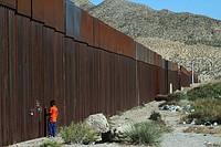 【アメリカ】メキシコ国境の壁、第一工費約2兆円wwwwwwwのサムネイル画像