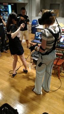 痴漢をリアル体験できる「痴漢VR」登場 手の動きにVR映像が連動、女子高生を痴漢する感覚が得られるのサムネイル画像